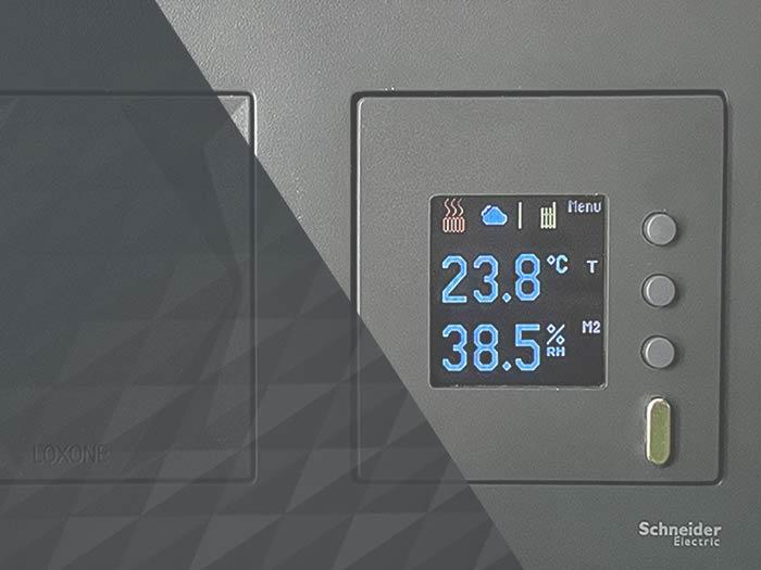 Barevný LCD panel integrovaný doLoxone