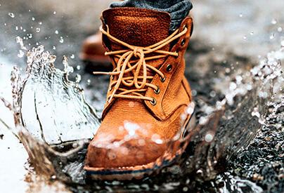 [NÁVOD] Návod na čistenie topánok: ako správne vyčistiť tenisky, obuv z umelej kože a semišové topánky a ako zabrániť ich ďalšiemu špineniu?