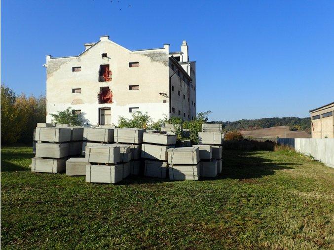 Prodej - Komerční objektu o rozloze 1500 m2 na pozemku 3500 m2