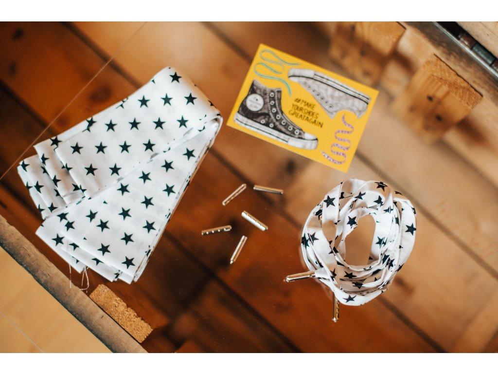 Tkaničky z pytlíku - bílé s černými hvězdičkami