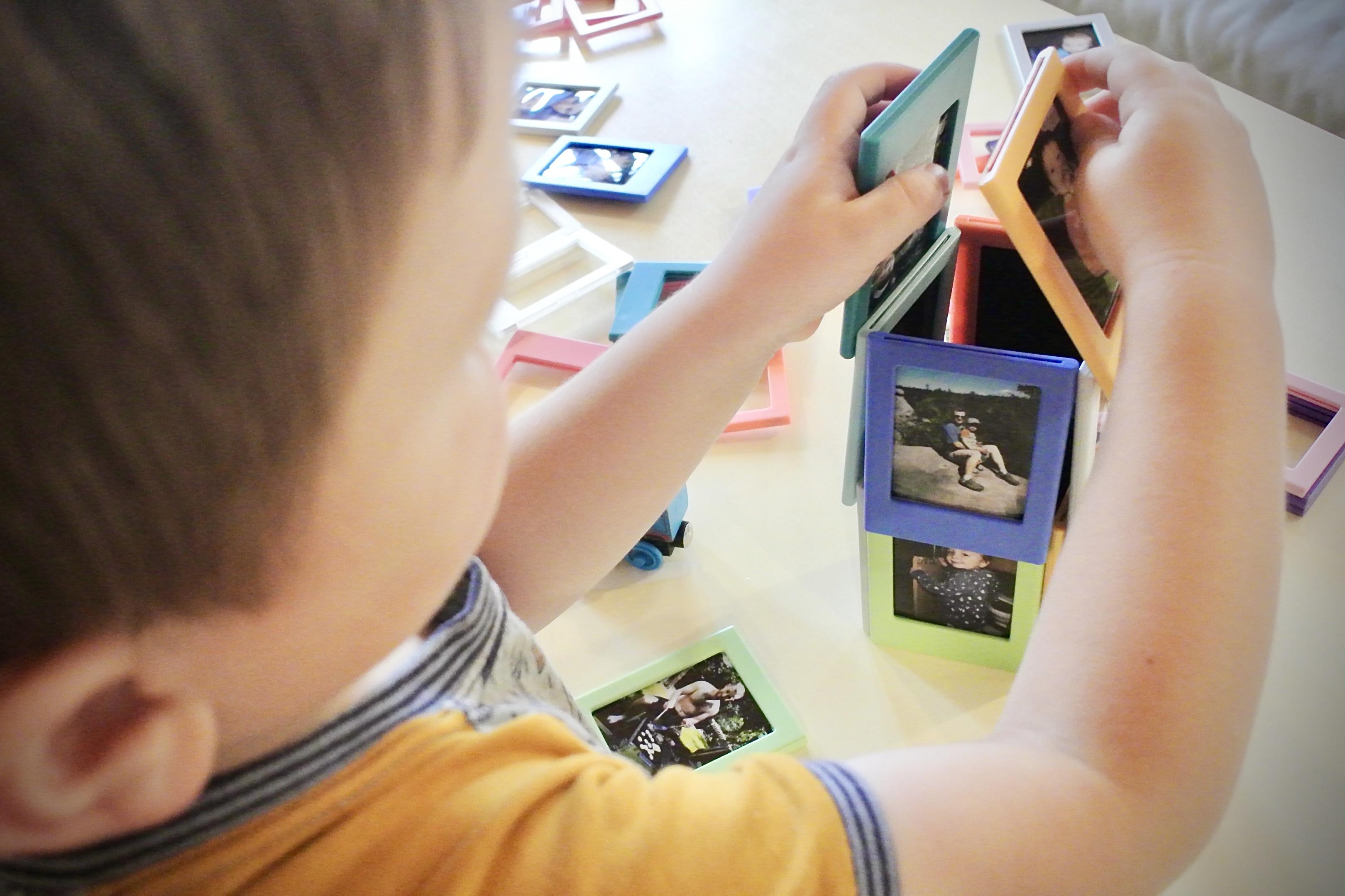 Objevte v sobě dětskou hravost s magnetickými fotorámečky