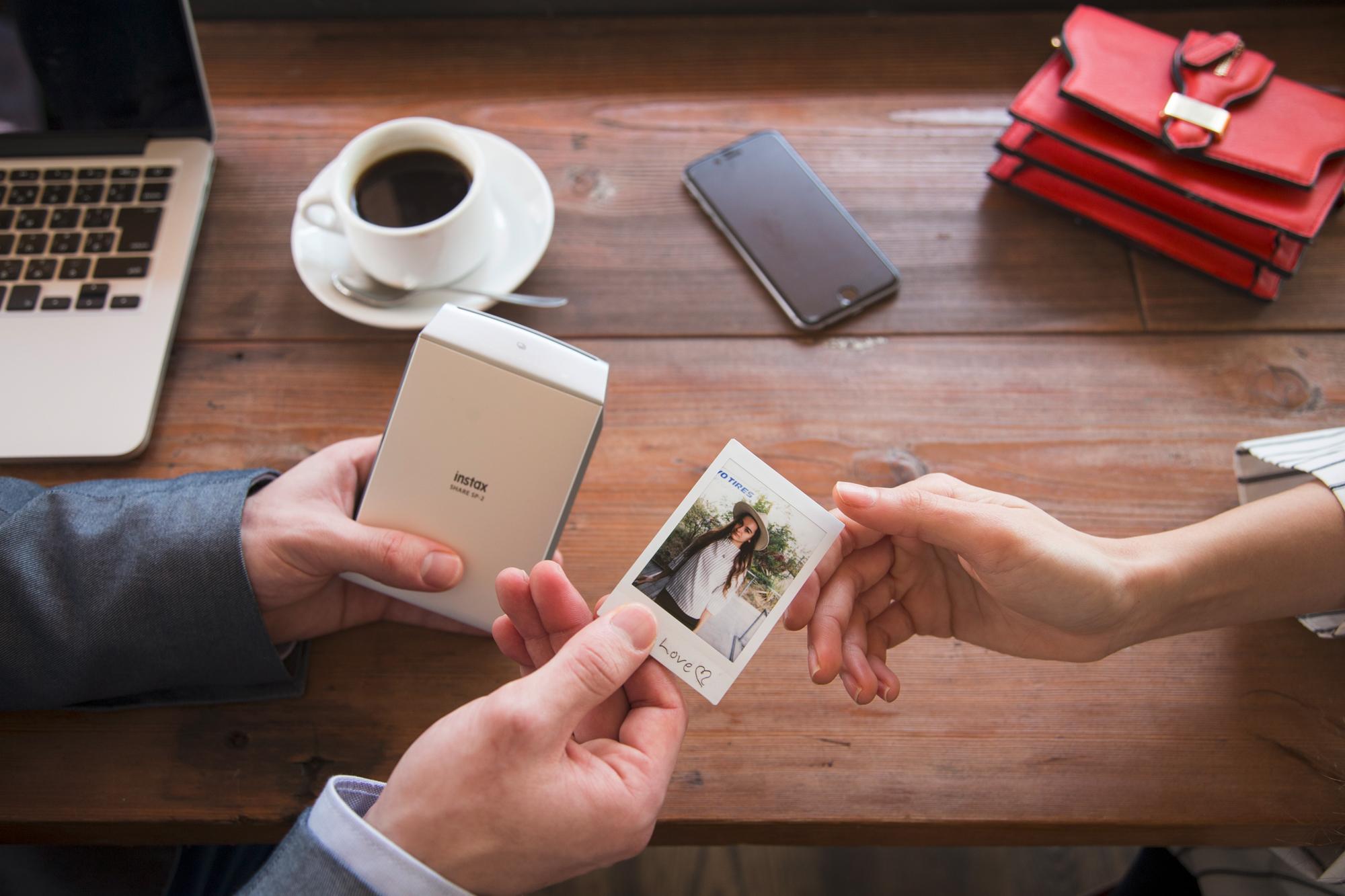 Mobilní tiskárna Instax Share SP-2 Recenze