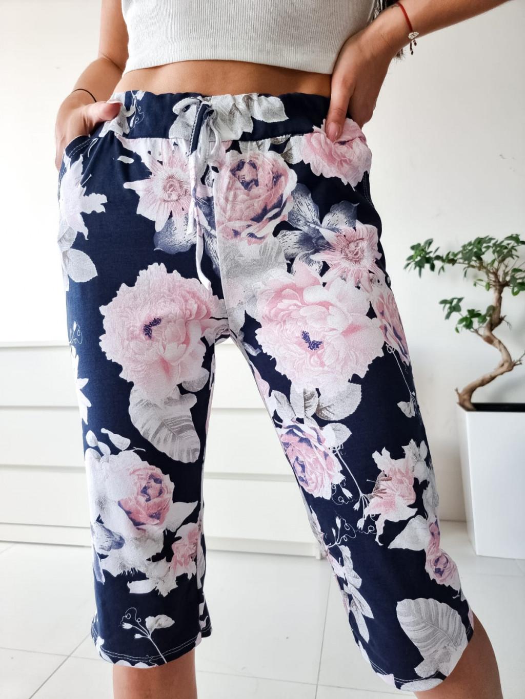 Krátke vzorované teplákové nohavice