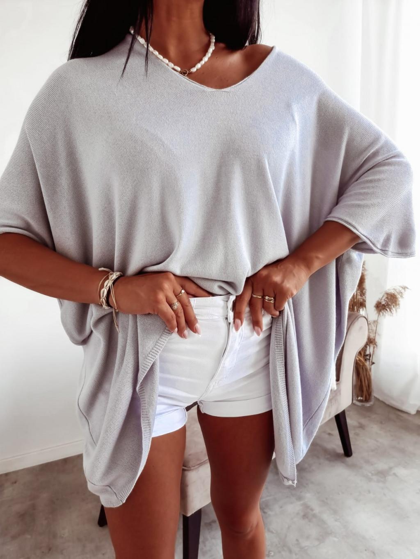 Ľahký oversize sveter s krátkym rukávom - sivý