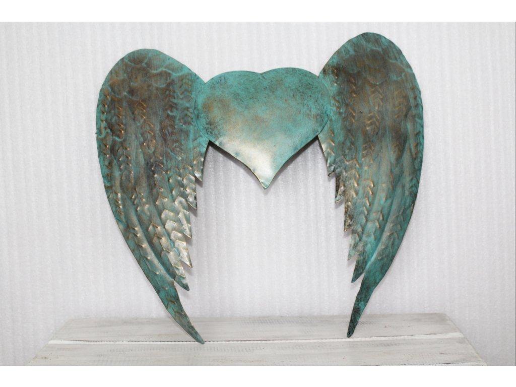 Křídla, kov