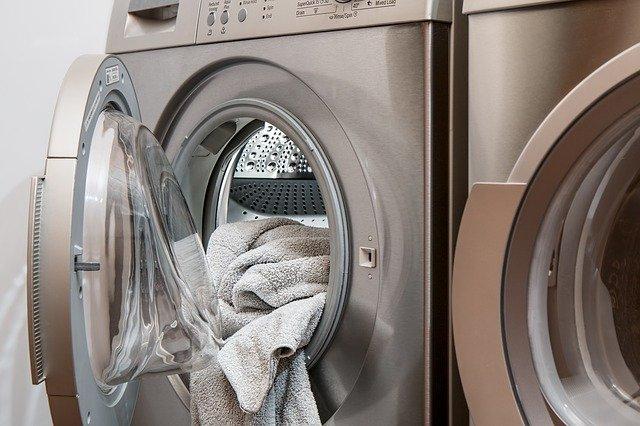 Jak prát černé, bílé a barevné prádlo?