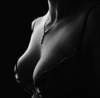 Erotická poviedka: V zajatí objatí (časť piata) Šnips, šnaps