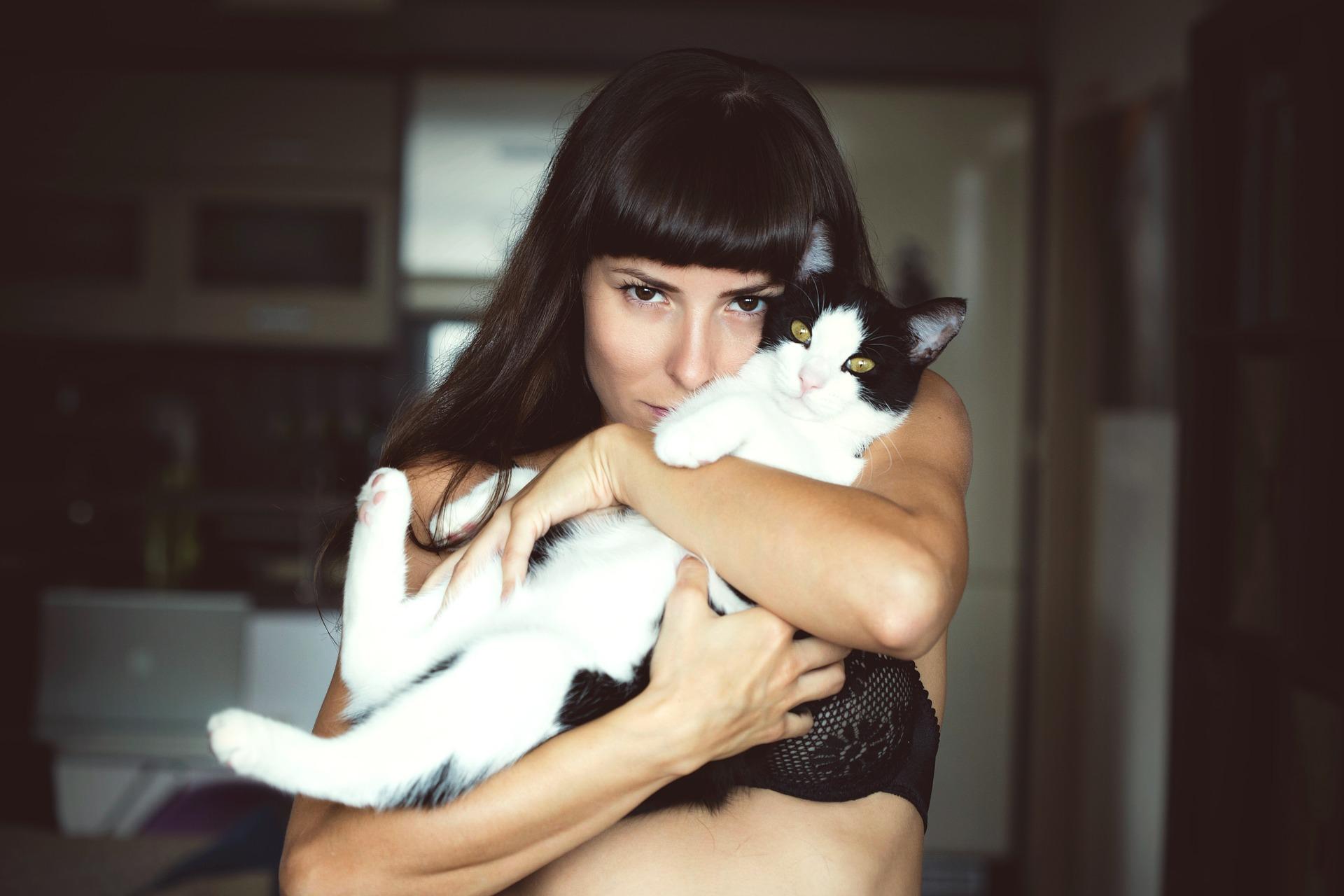 mačacia_žena