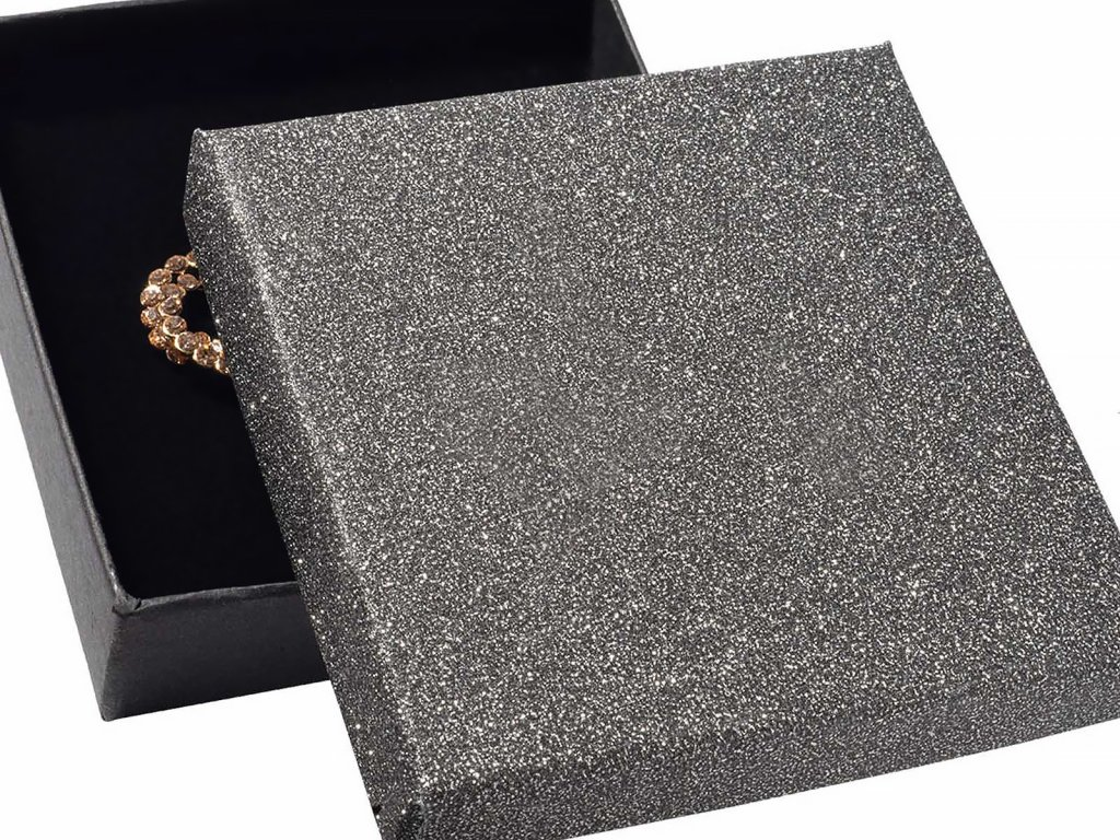 leskla-papirova-krabicka-na-stredni-sadu-sperku