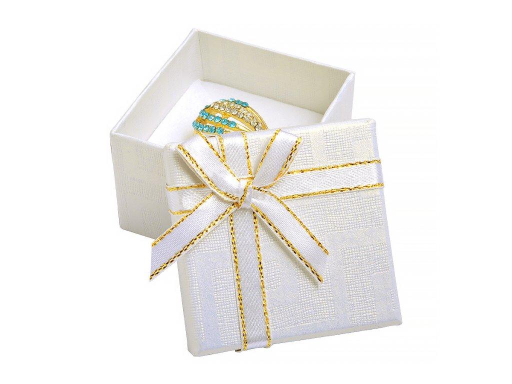 bila-papirova-krabicka-s-masli-se-zlatym-okrajem-na-prsten-nebo-nausnice