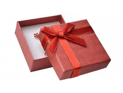 cervena-papirova-krabicka-s-masli-se-zlatym-okrajem-na-malou-sadu