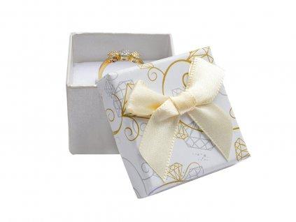 kremova-papirova-krabicka-s-masli-diamonds-na-prsten-nebo-nausnice