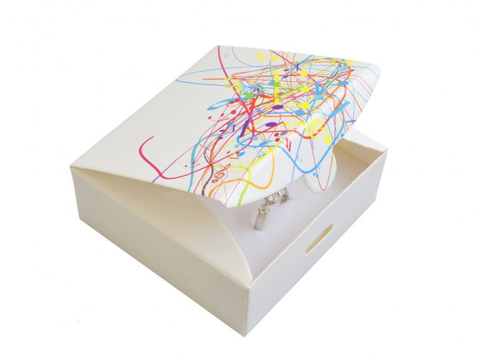 bila-papirova-krabicka-easy-se-vzorem-barev-bez-masle-na-stredni-sadu
