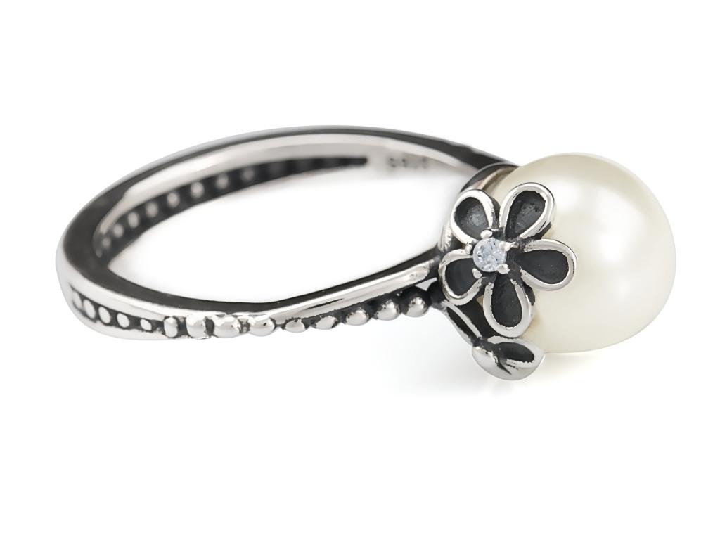 Levně Linda's Jewelry Stříbrný prsten Perla s kvítky IPR015