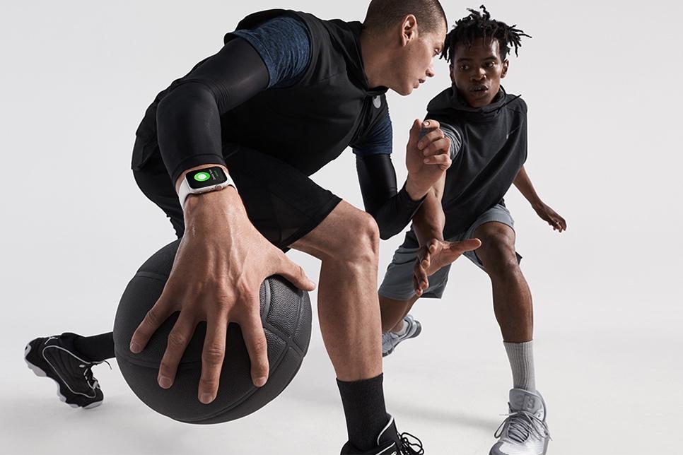 Řemínek Apple Watch vyměníte snadno. Okamžitě tím změníte svůj styl