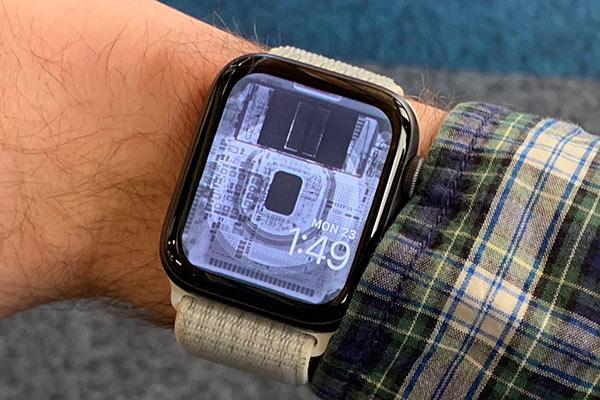 Apple Watch tapeta prozradí, co se skrývá uvnitř hodinek