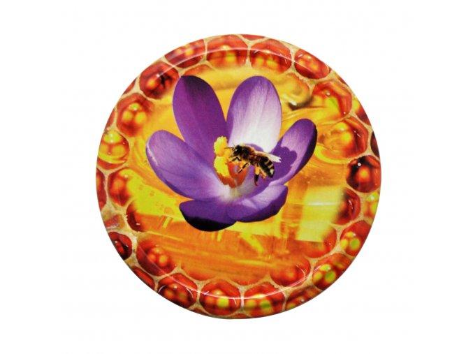 Víčko Twist 82 včelka na květu