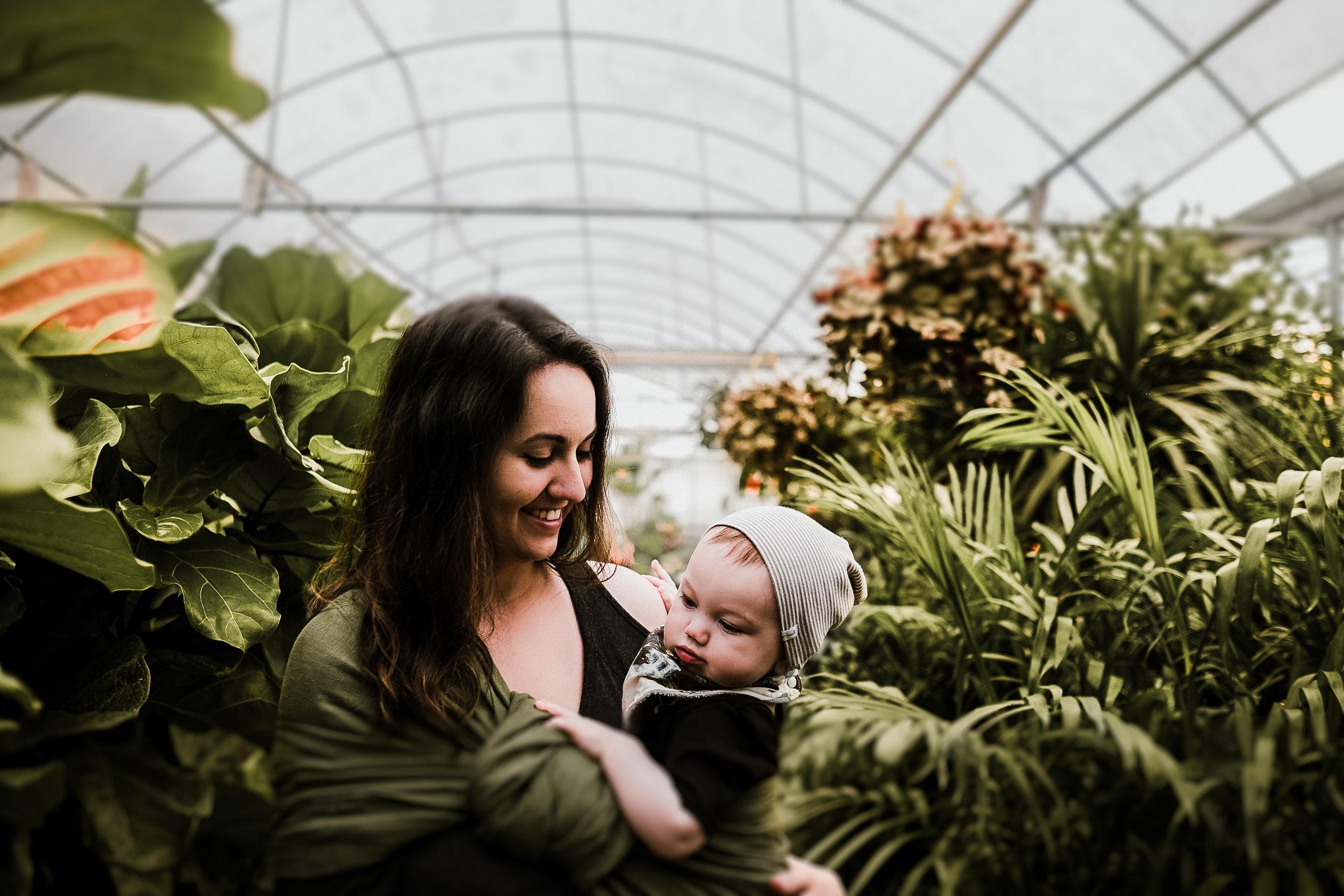 Proč je dobré nosit své miminko?