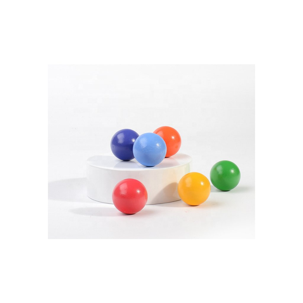 6 barevných dřevěných koulí