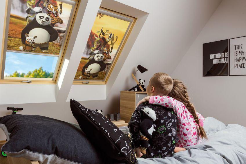 Úplně zatemňující roleta FAKRO ARF DreamWorks rozměr: 55x78 cm