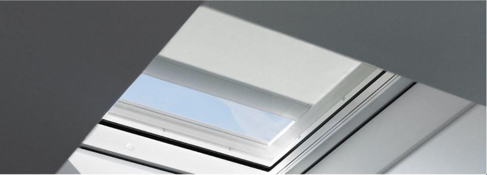 Dálkově ovládaná markýza Velux MSG Rozměr: 60x60 cm