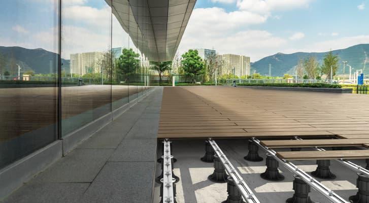 Hledáte terasové podložky pod dlažbu nebo dřevěnou terasu?
