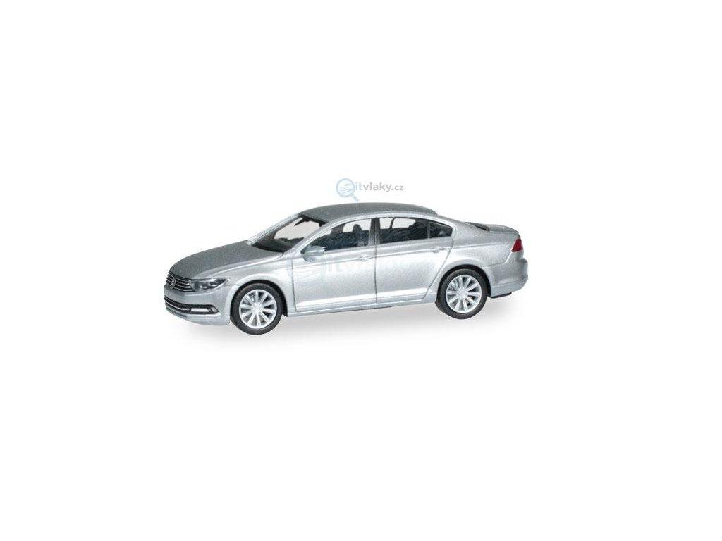 H0 - Volkswagen Passat, limuzína, stříbrná metalíza / Herpa 038416