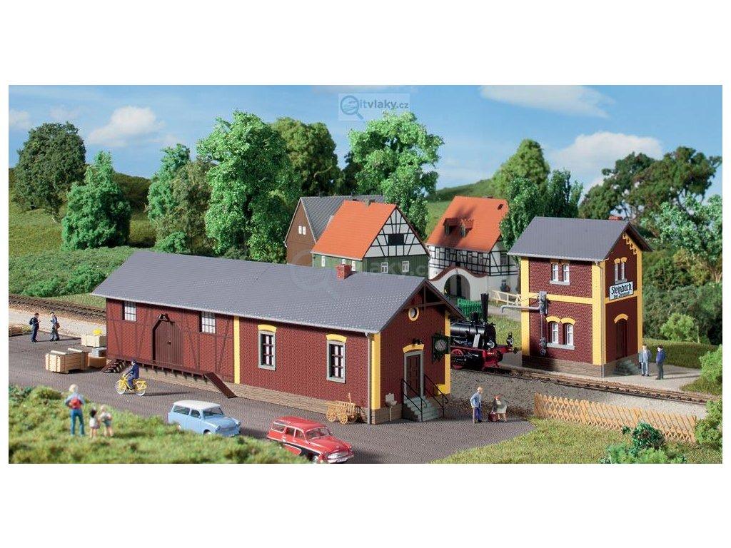 H0 - Nádražní stanice Steinbach s čerpací stanicí, stavebnice/ Auhagen 11435