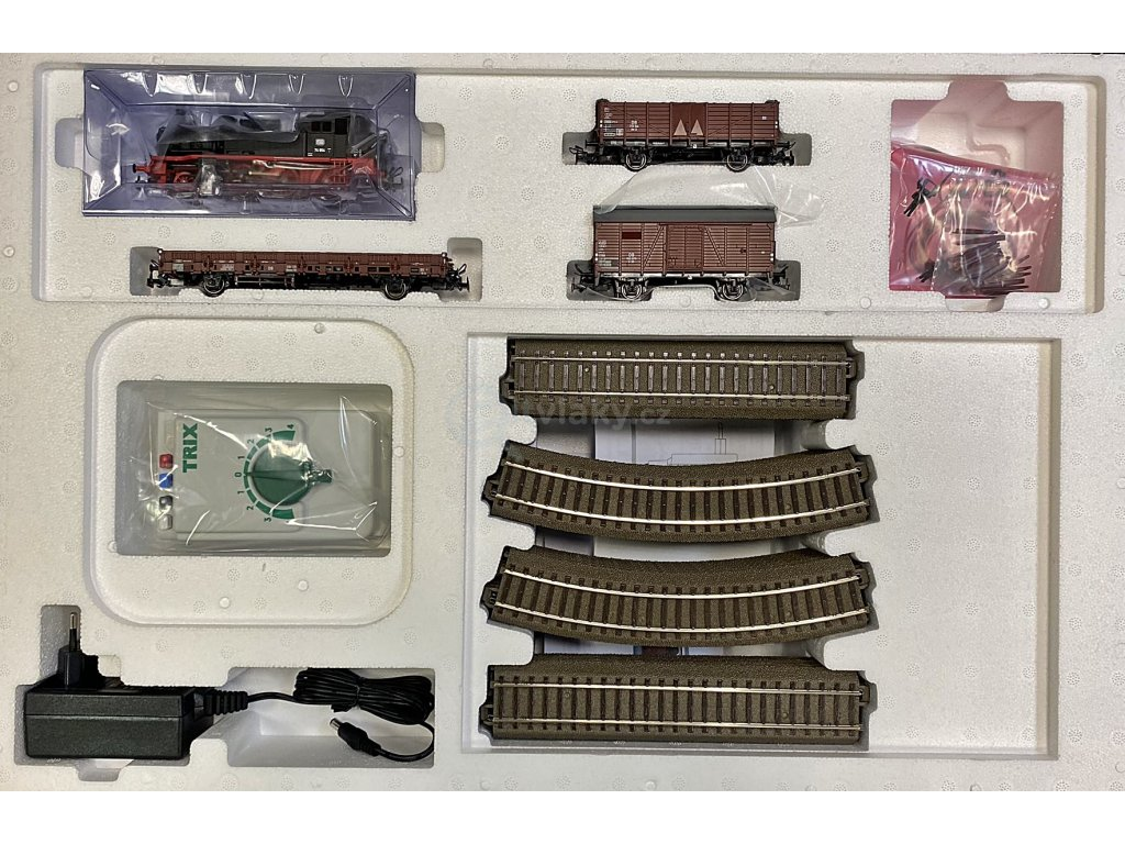 H0 - Analogový set s parní lokomotivou BR 74, DR. ep. III / TRIX 21530