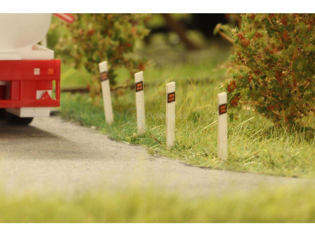 TT - směrové sloupky/patníky k cestě / IGRA MODEL 20110