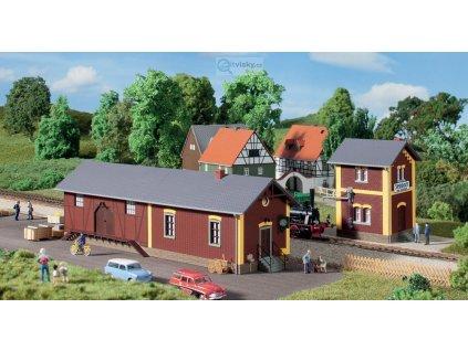 H0 - Nádražní stanice Steinbach s čerpací stanicí / Auhagen 11435