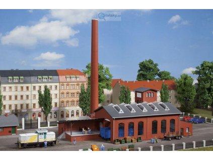 TT - Tovární budova s bránou pro vagóny a komínem/ Auhagen 13341
