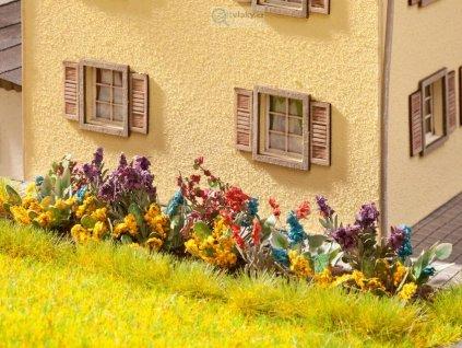 Rozkvetlá zahrada sestavená - 17ks / NOCH 14050