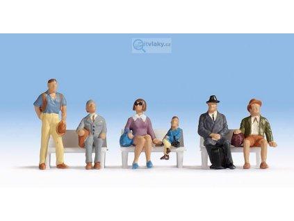 H0 - sedící cestující čekající na vlak, 6 figurek, lavičky / NOCH 15240