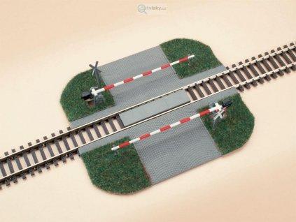 H0 - Přejezd se závorami - hotový model / Auhagen 41582