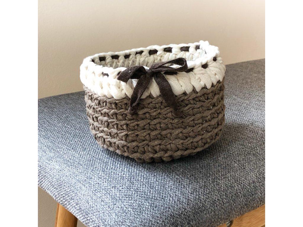 Hnědý háčkovaný košík Bow, ⌀ 13 cm
