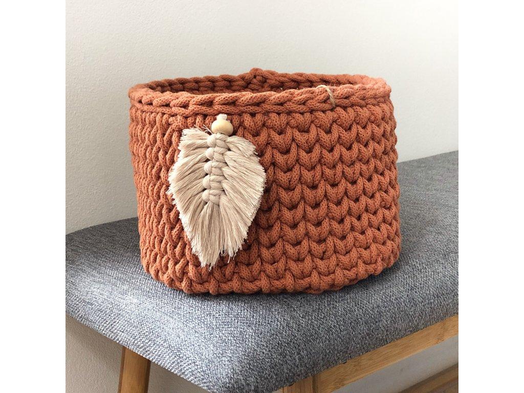 Terakotově oranžový košík Pírko, ⌀ 22 cm