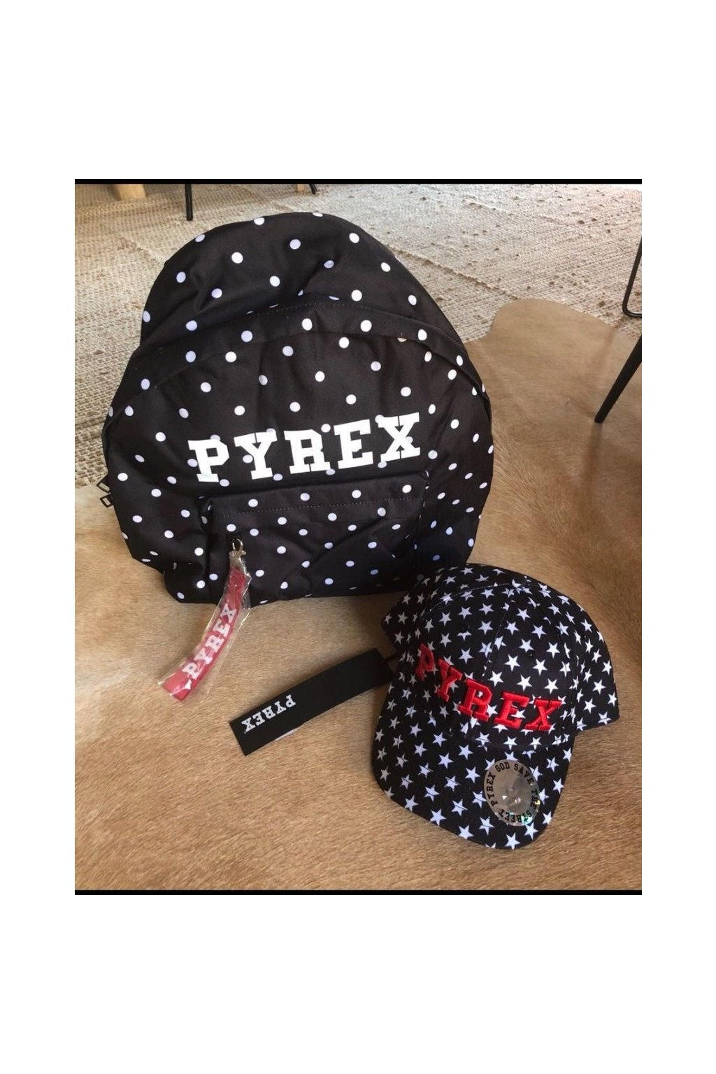 Kšiltovka s hvězdičkami Pyrex - černá (Velikost Velikost UNI)
