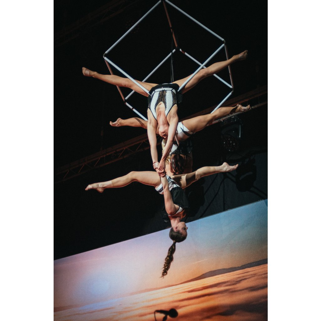 Trapeze cube / collapsible