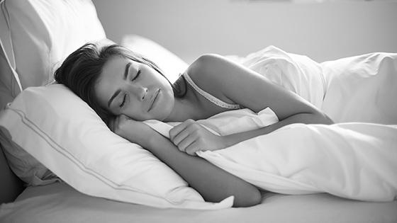 REM spánok: Čo to vlastne je a prečo je dôležitý?