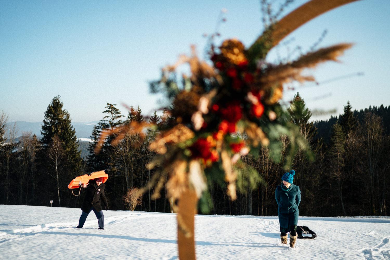 JAATY_zimni-svatba-na-horach-beskydy_bobování