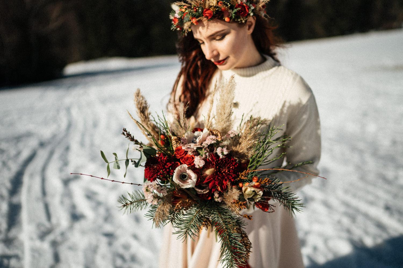 JAATY_zimni-svatba-na-horach-beskydy_svatebni-kytice