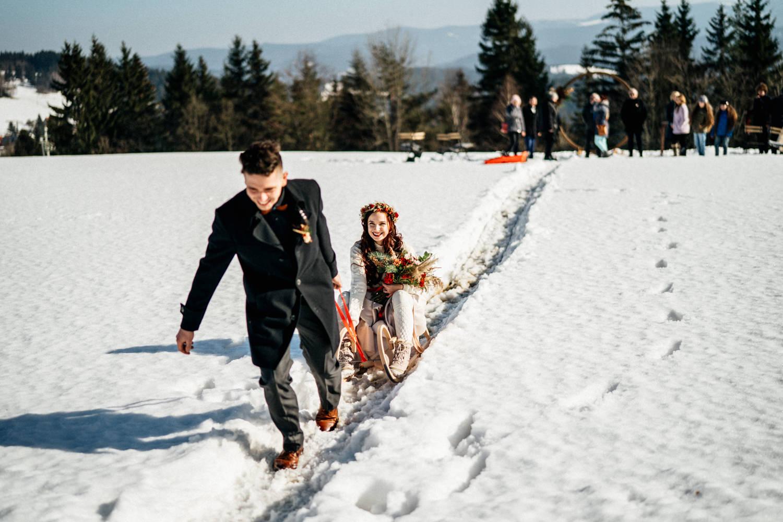 JAATY_zimni-svatba-na-horach-beskydy_svatebni-ulicka