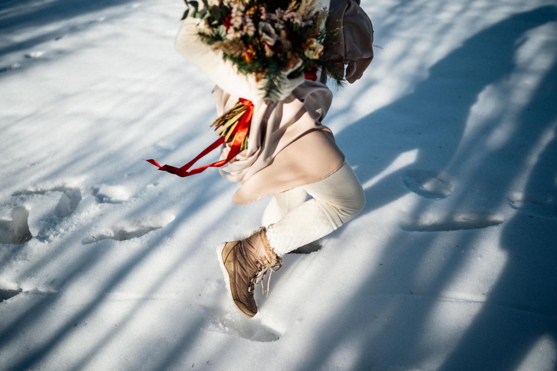 JAATY_zimni-svatba-na-horach-beskydy_teple-obleceni