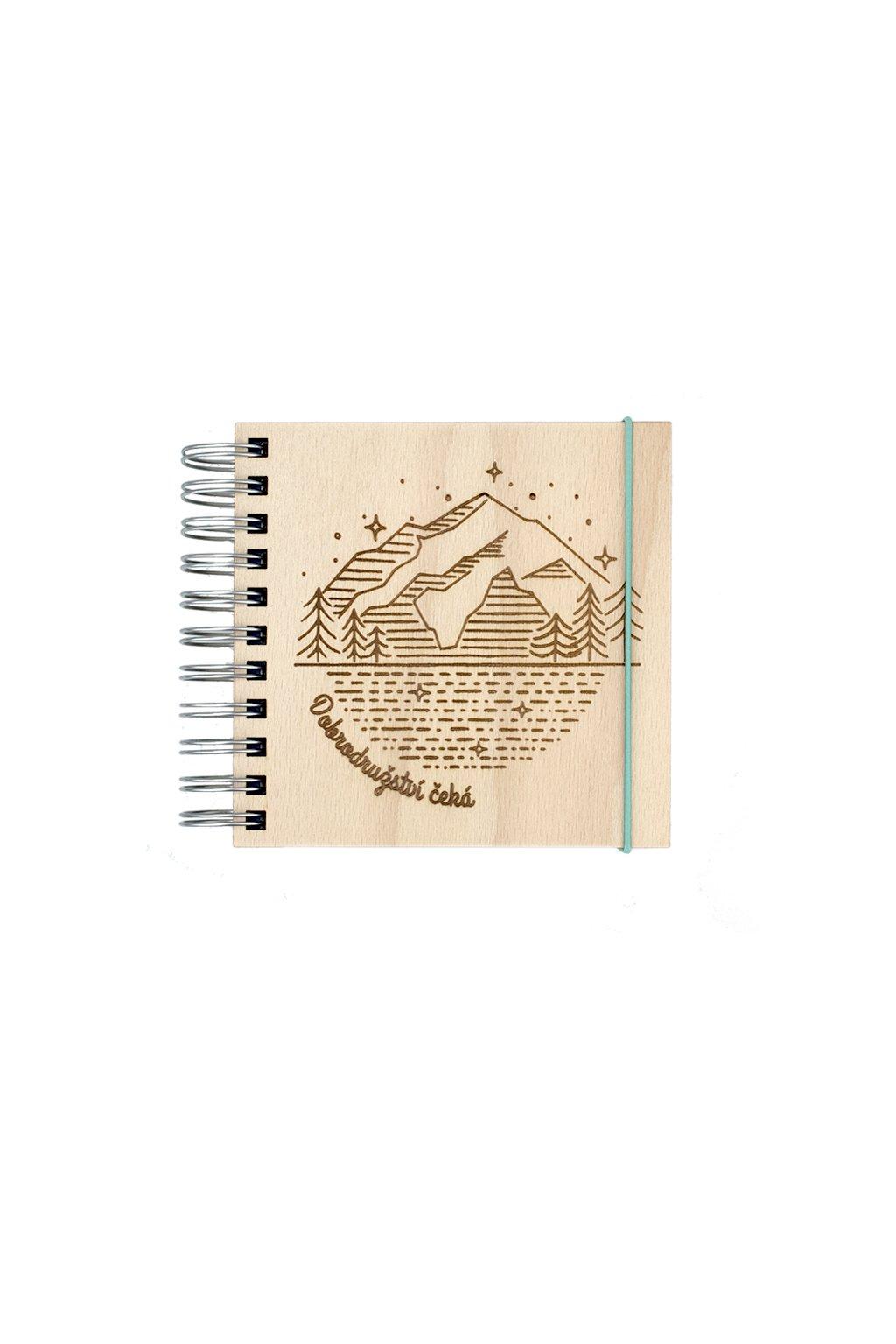 Dřevěný cestovatelský zápisník WOODBOOK Dobrodružství čeká s recyklovaným papírem | JAA∞TY