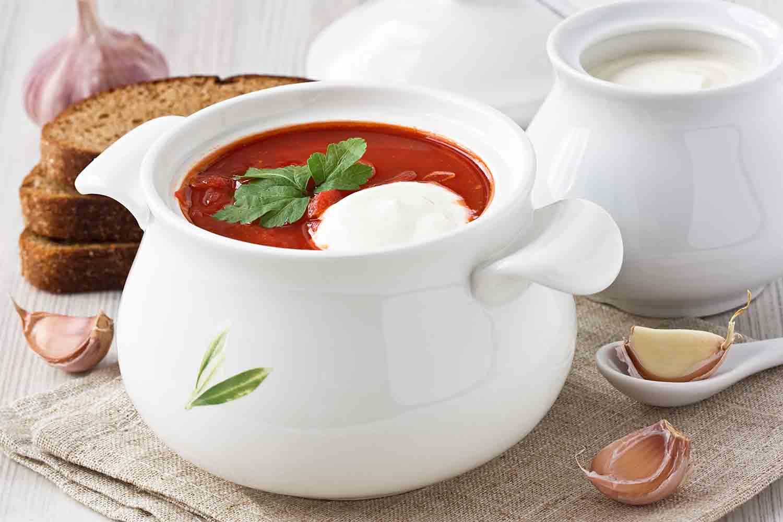 Polévka z červené řepy s česnekem
