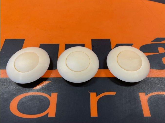 Tlačítko středu volantu
