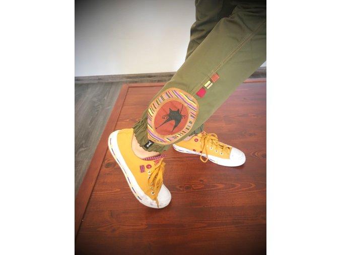 kalhoty z borušeného plátna