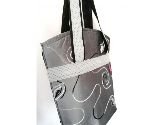 ...taška z brokátu