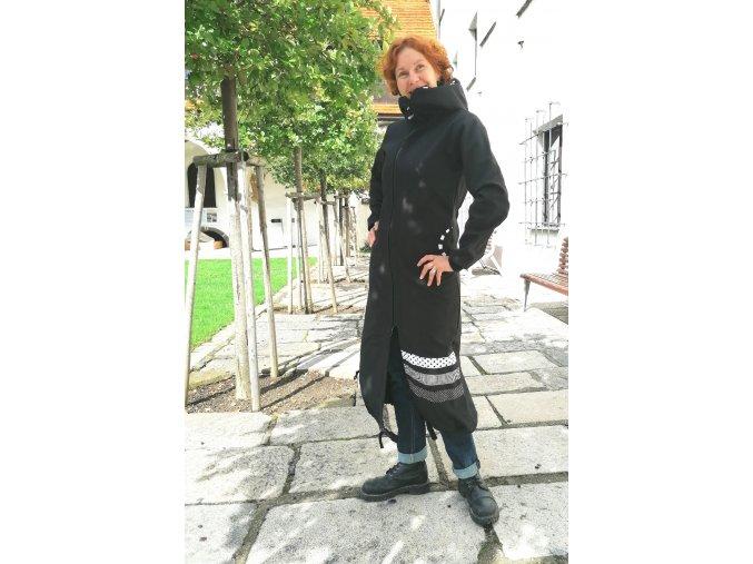Dlouhý kabát ze softshellu